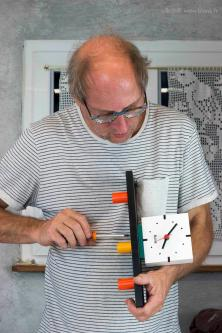 Assembling the BlonK ClocK (vert.) © J. BlonK 2019-08