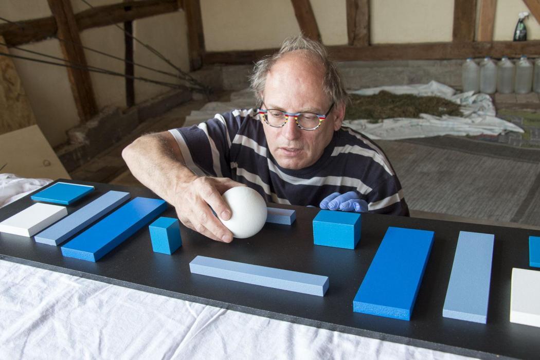 Johannes BlonK placing a ball on a new artwork